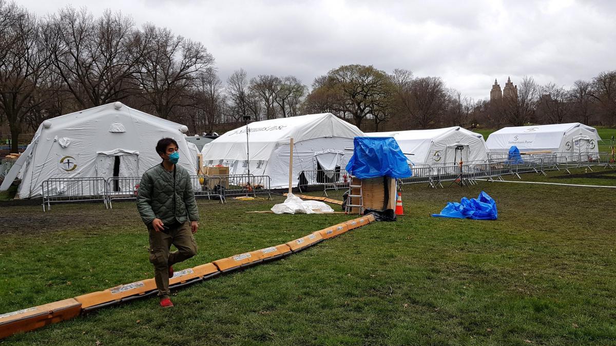 Un hospital de campanya a Central Park contra el COVID-19