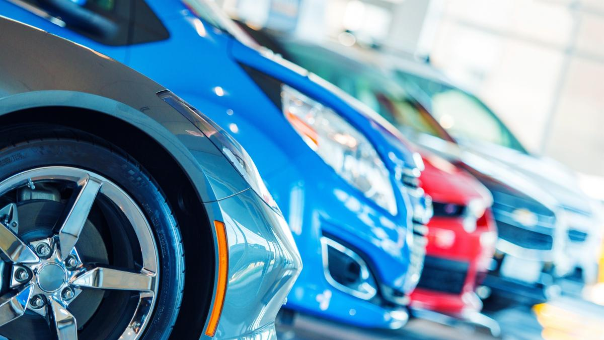 La falta de microchips dispara este año la importación de coches usados un 12%