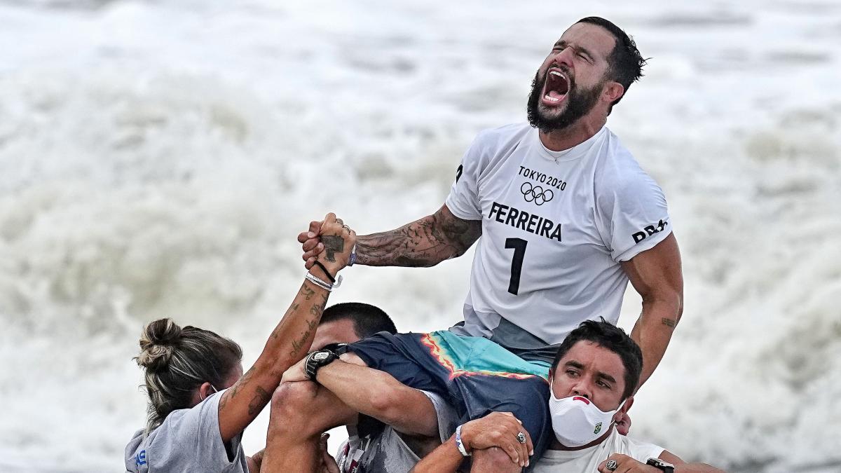 El brasileño Italo Ferreira, primer campeón olímpico en surf