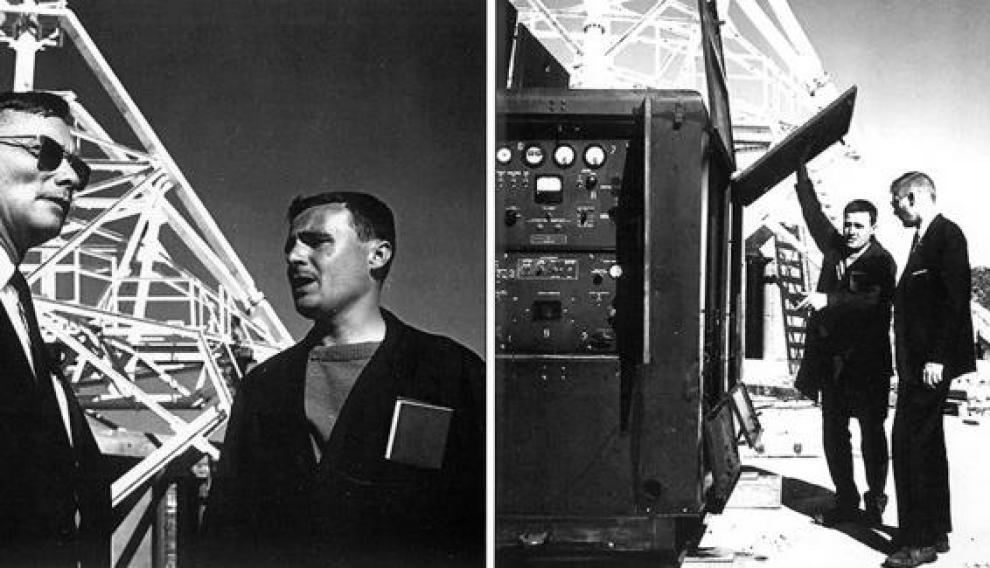 El electromecánico José López muestra los equipos a Otto Womick (con gafas de sol), primer director americano de la estación de Fresnedillas.