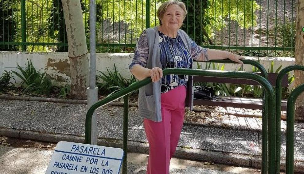 Pilar Margarita, ejercitándose en el parque de mayores del centro Pedro Laín Entralgo.