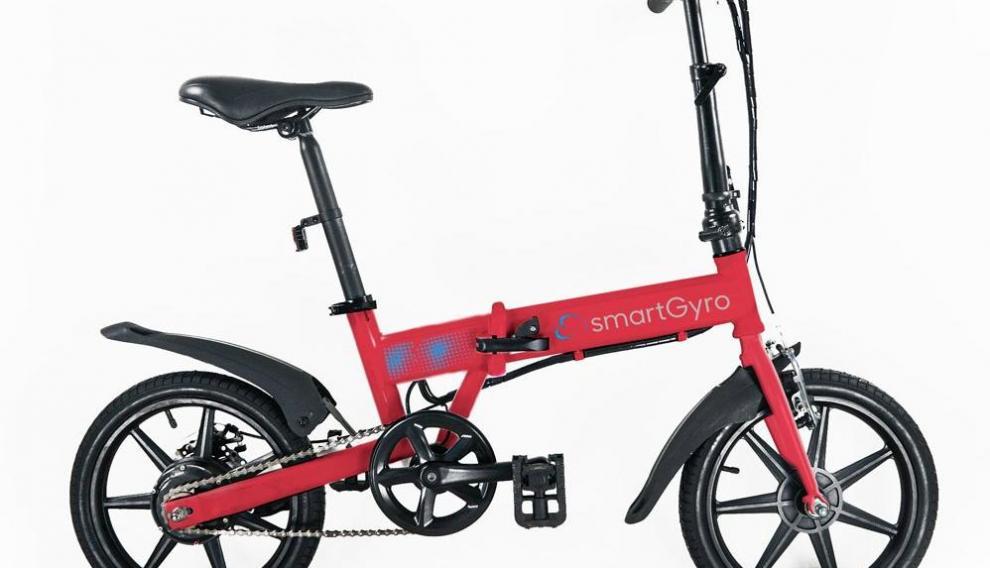 La Ebike Red de Smart Gyro es aparentemente muy similar a otras bicis plegables, pero pesa mucho más debido en gran parte a su batería