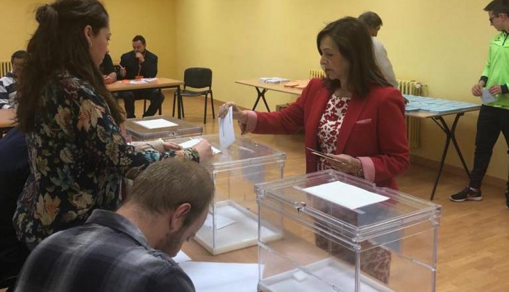 La delegada del Gobierno de España en Aragón ha votado en Used