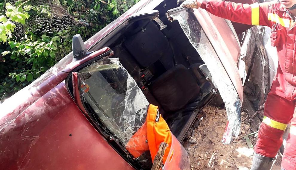 Estado del vehículo después de que los Bomberos de la DPZ hayan recatado al herido.