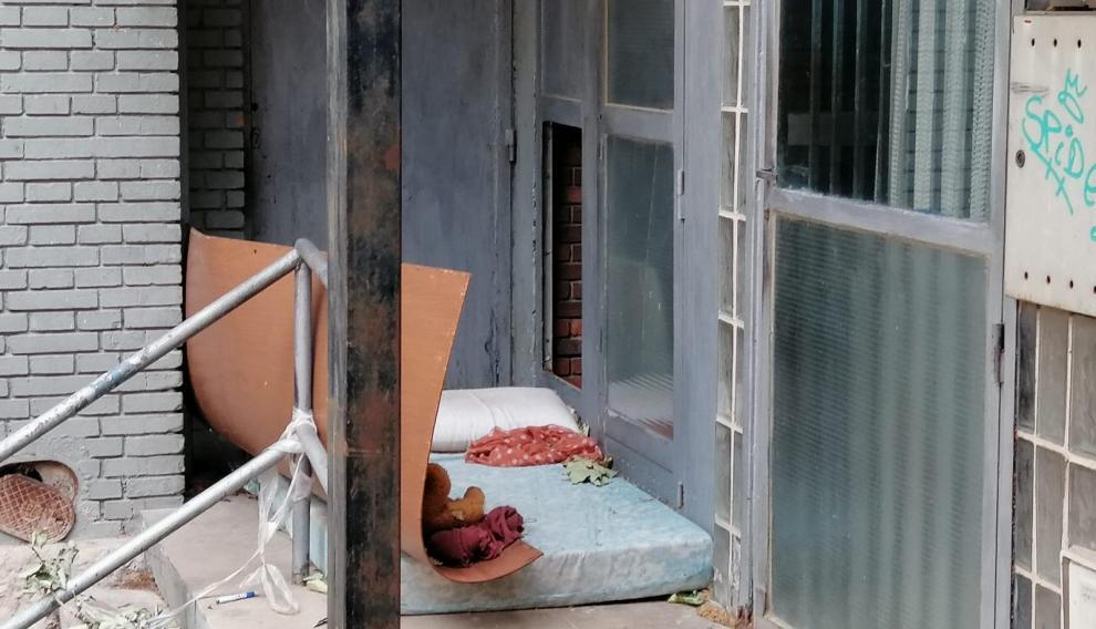 Algunas personas han venido utilizando este espacio para dormir