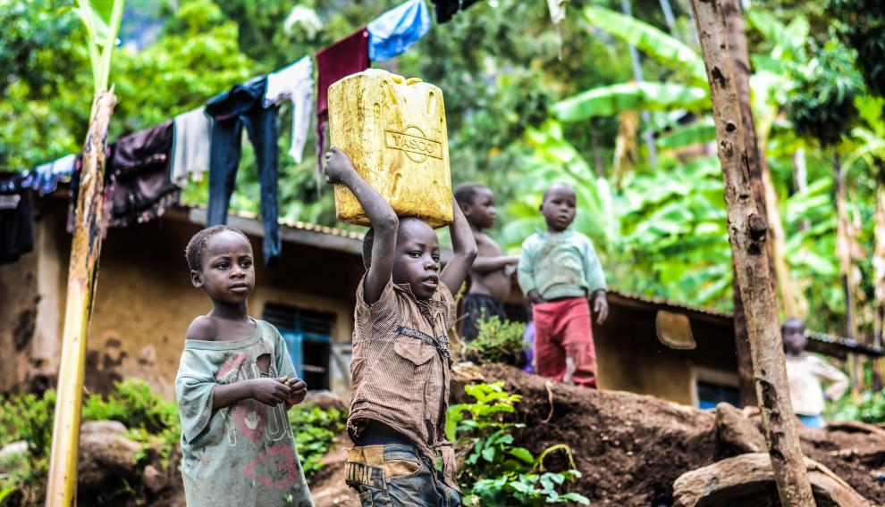 Alrededor de 736 millones de personas en el mundo viven con menos de 2 dólares al día.