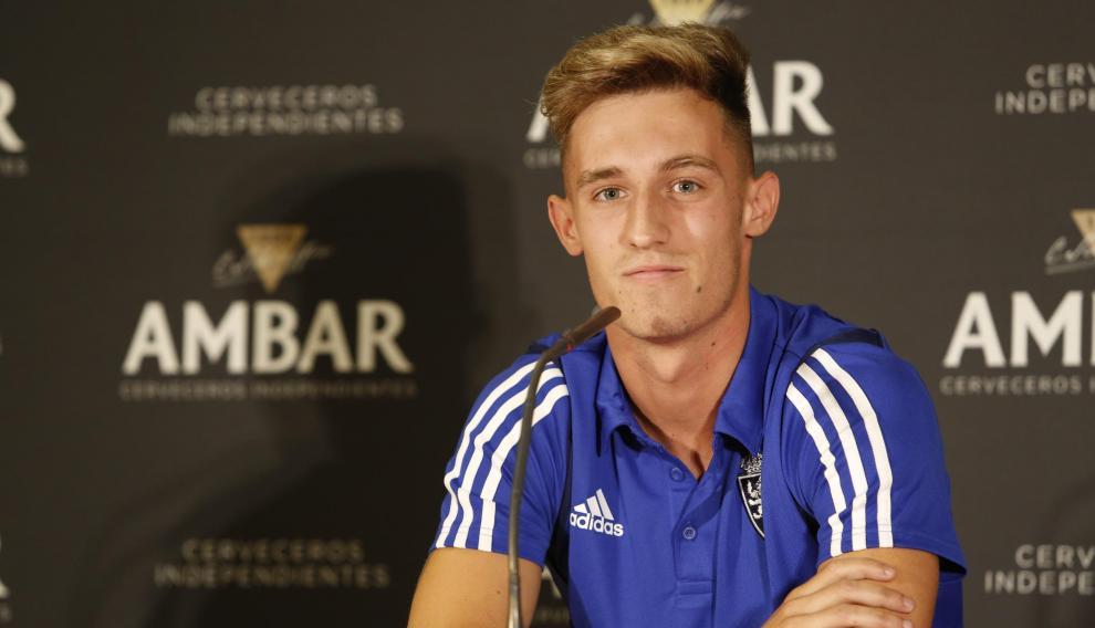 Álex Blanco, en su presentación como nuevo futbolista del Real Zaragoza