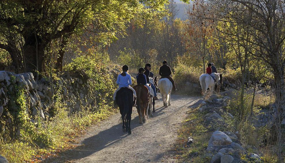 Los paseos a caballo son otra forma de disfrutar del paisaje de montaña en Benasque