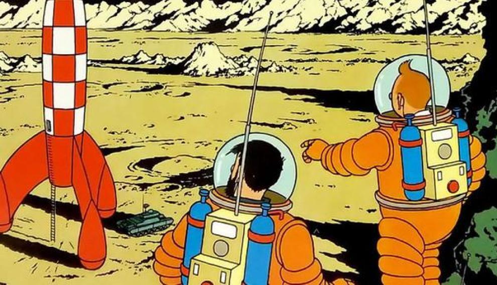 El álbum de Tintin 'On a marché sur la Lune' se publicó entre 1952 y 1954, quince años antes del alunizaje. Para crear esta aventura de la manera más realista posible, Hergé llevó a cabo una extensa investigación sobre la posibilidad de viajes espaciales humanos.