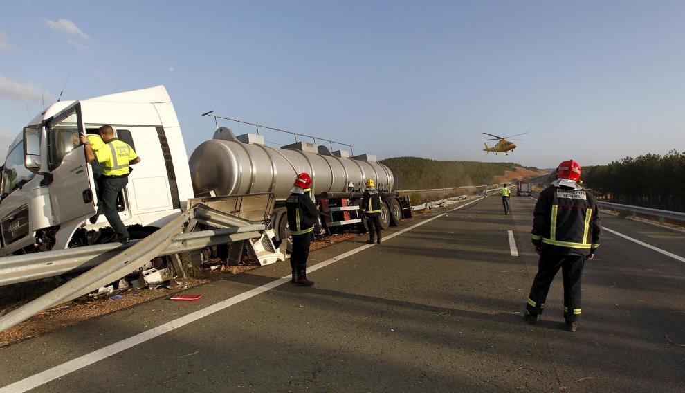 Accidente de un camión cargado de ácido sulfúrico ocurrido en la autovía A-23 a su paso por el municipio turolense de Albentosa en el año 2012.