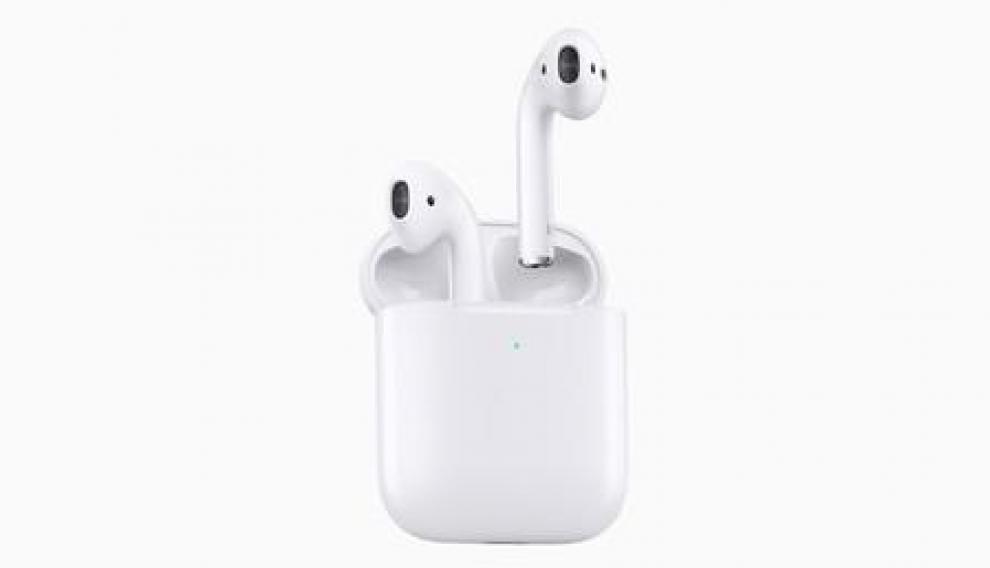 Los Airpods de Apple tienen un diseño muy reconocible y elegante que ha sido muy copiado por algunos competidores