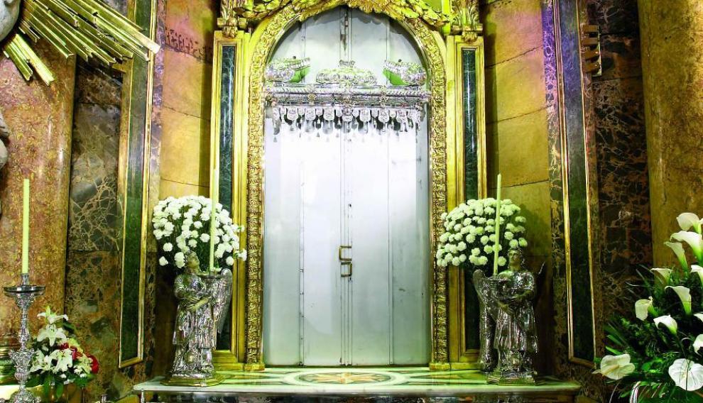 El camarín de la Virgen del Pilar cerrado