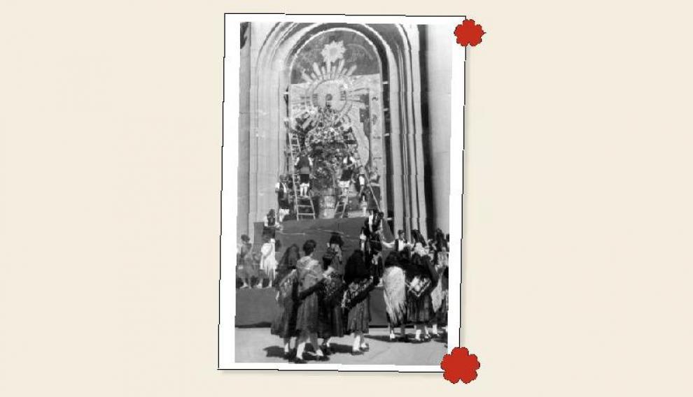 Oferentes al pie de la Virgen, en 1958.