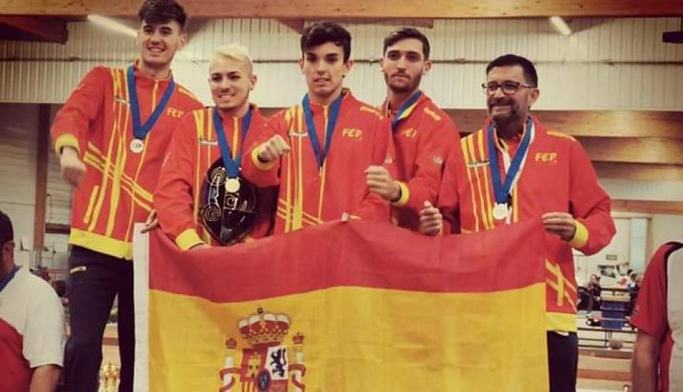 La Selección española, con Escacho en medio