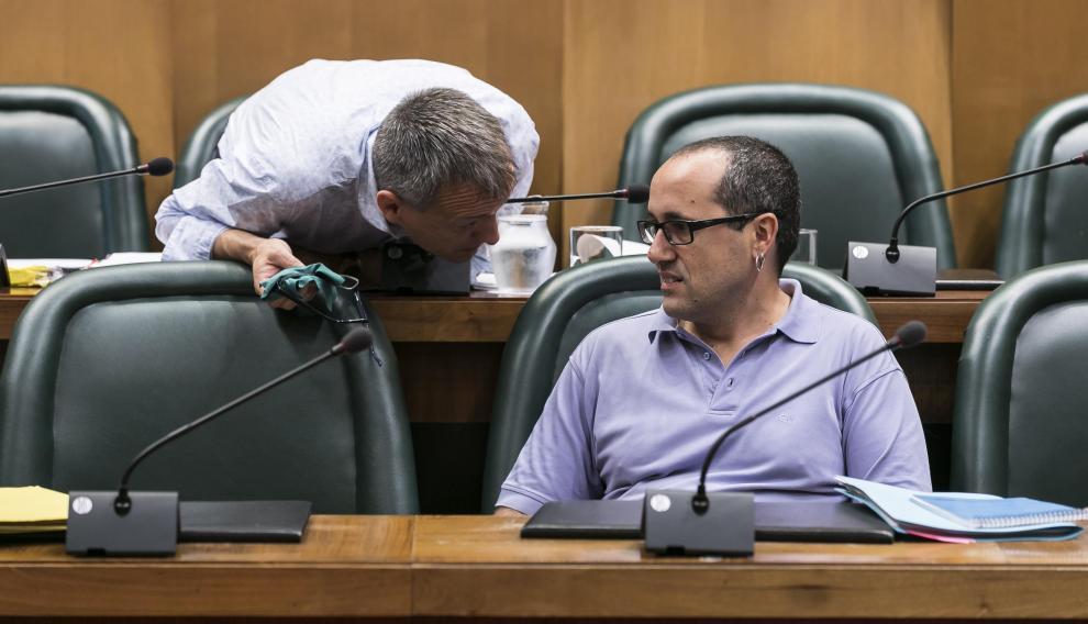 Alberto Cubero (ZEC), junto al exconcejal de Economía, Fernando Rivarés (Podemos-Equo).