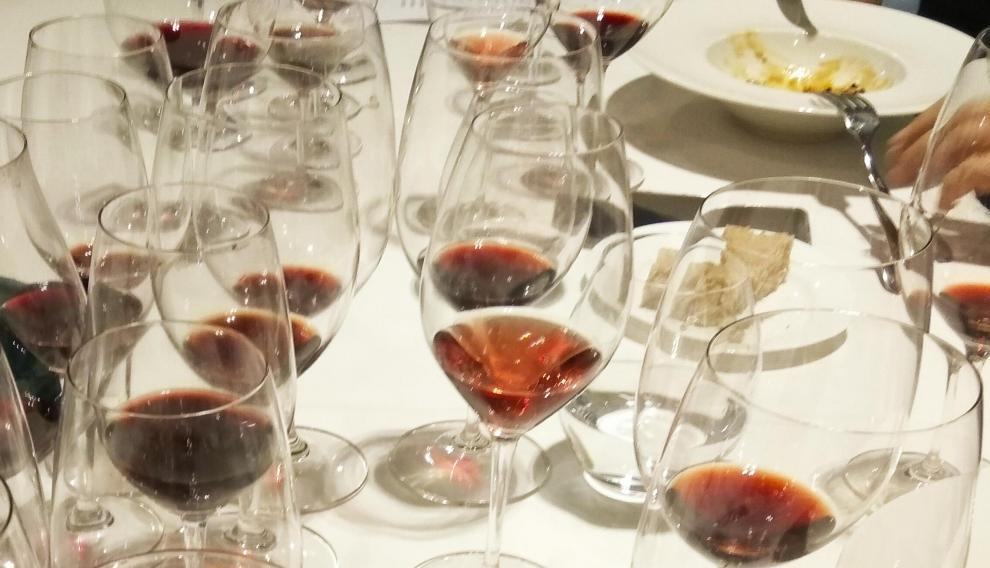 Copas con los trece vinos de Urbezo que se degustaron.