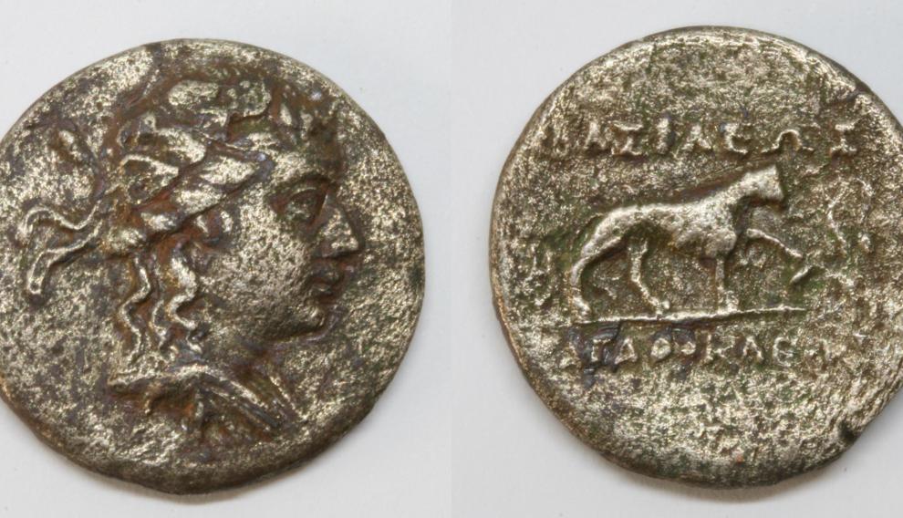Monedas de Agatocles de Bactria (hacia 190 a. C.), una aleación de níquel y cobre, como los euros.