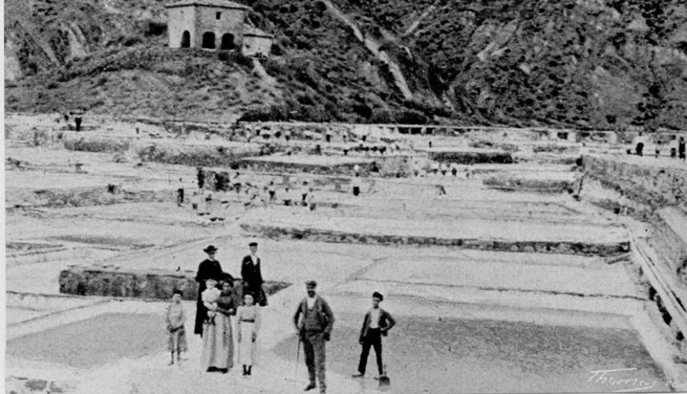 Una imagen antigua del salinar de Peralta.