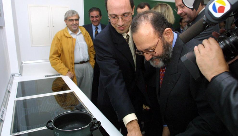 Inauguración en 2001 del laboratorio de BSH en el CPS.