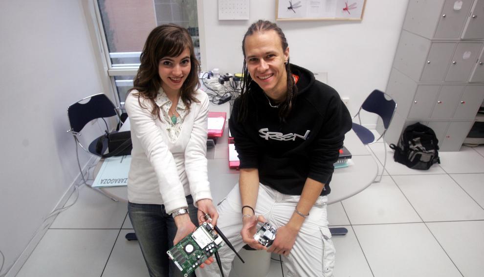 Asín y Gascón mostraban ilusionados su primer producto en 2007.
