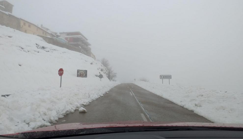 Imagen de la carretera a su paso por Bordón, en dirección Mirambel, este miércoles.