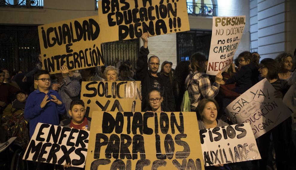 Las familias afectadas se concentraron en la plaza de España el pasado noviembre para reclamar soluciones