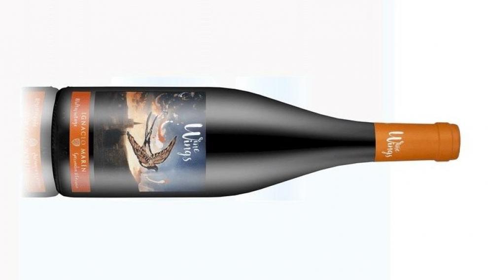 Wings Golondrina combina vinos de garnacha de dos añadas con vino de uva cariñena de otra.