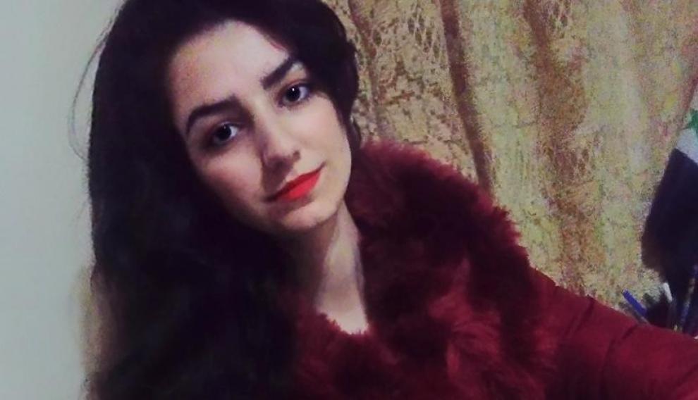 La joven siria Rouhif Mohamad en su casa de Zaragoza.