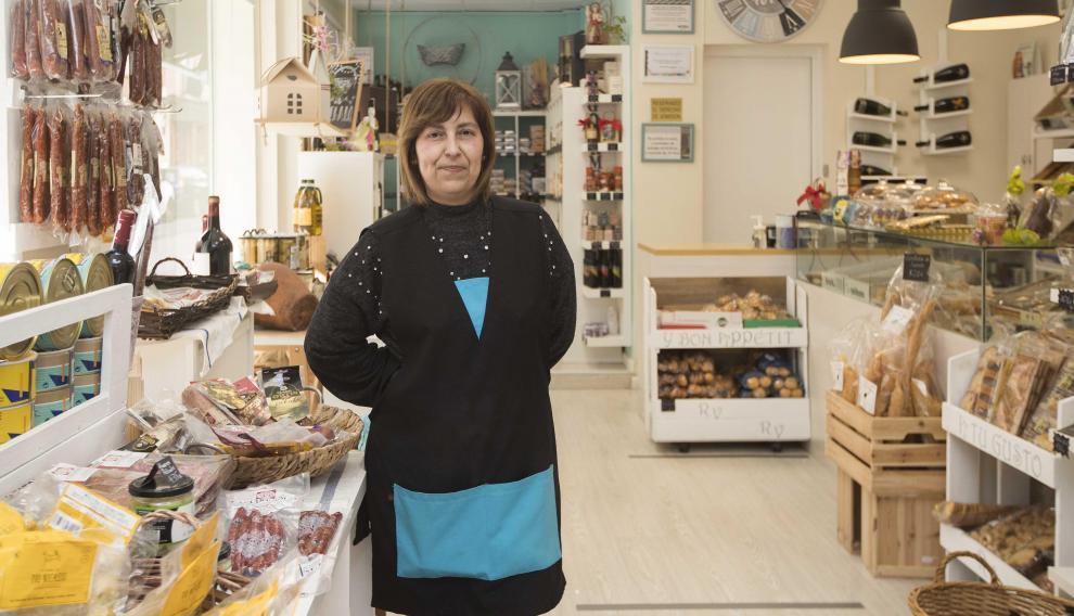 Rosa Vicente, en su tienda de la calle Delicias.