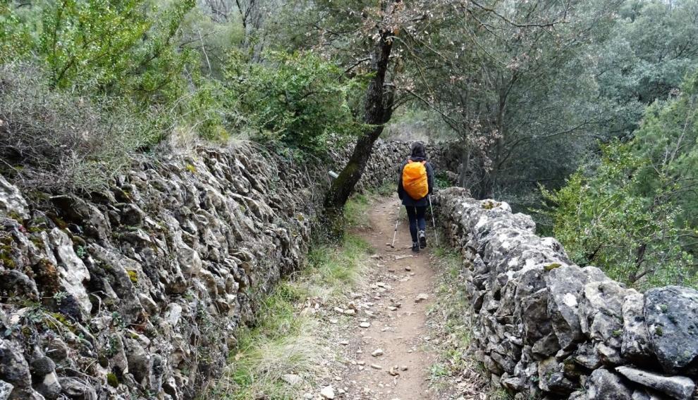 La ruta recorre el Mascún, subiendo por la margen izquierda del barranco.