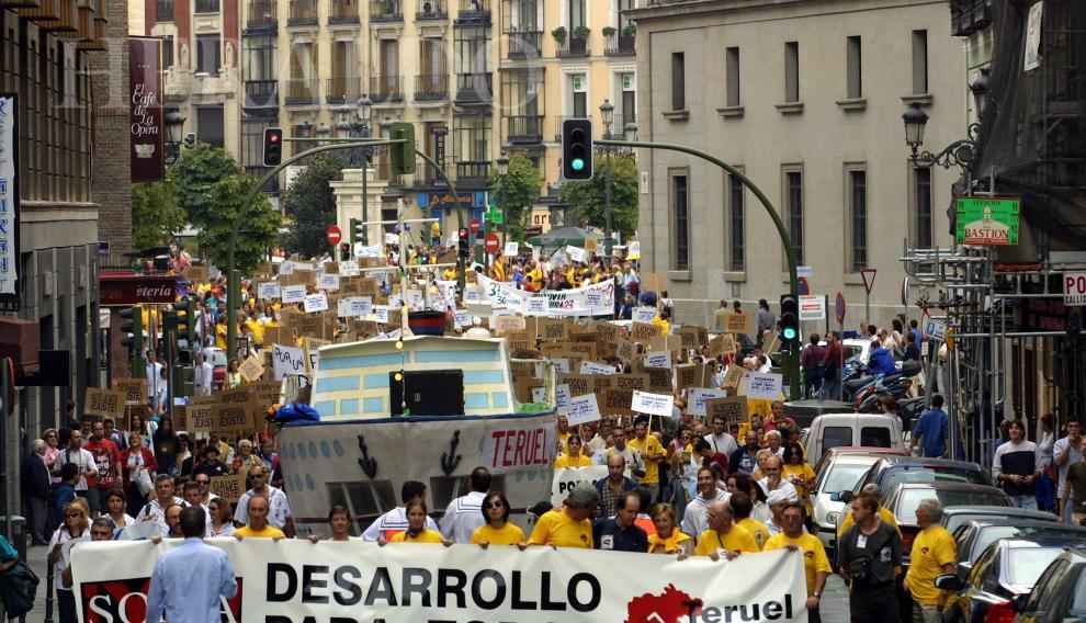 Teruel Existe y Soria Ya se unen en Madrid el 27 de septiembre de 2003 para clamar contra el olvido