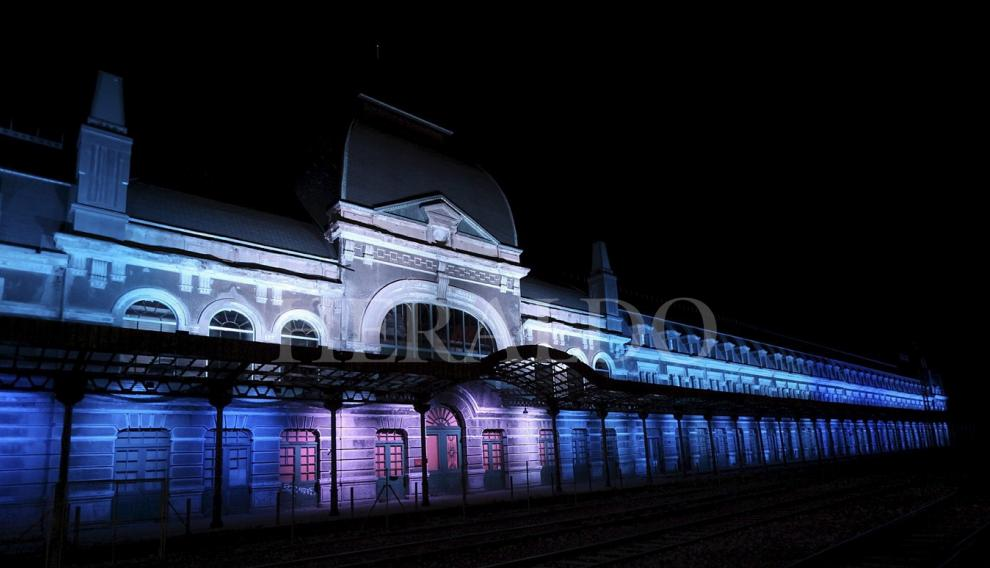 Iluminación nocturna de la estación en septiembre de 2015