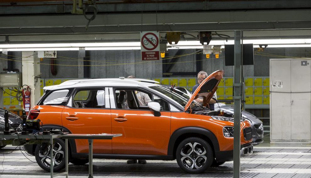 Un Citroën C3 Aircross, en la cadena de montaje de la planta de Opel en Figueruelas.