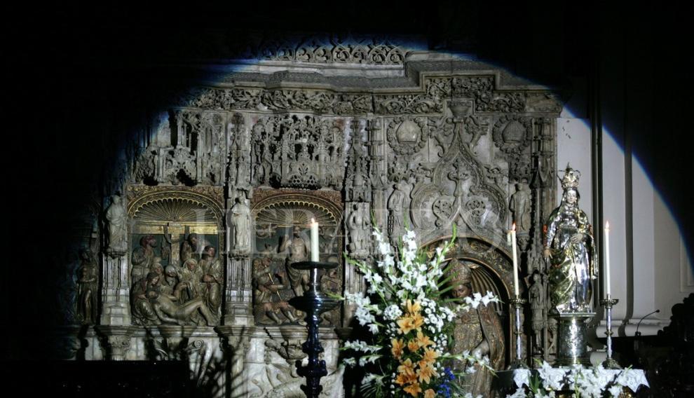 Detalle del altar durante la vigilia juvenil, dentro de los actos del centenario de la Coronación de la Virgen.