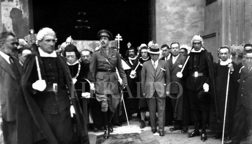 El rey Alfonso XIII en el Pilar en 1930. Un año después partió al exilio y ya no regresó a España