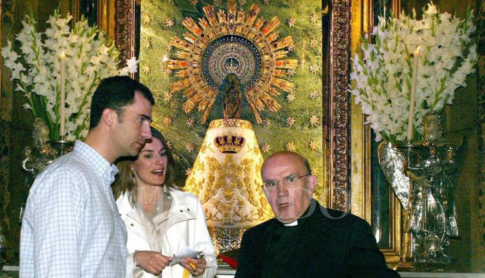 Don Felipe y Doña Letizia decidieron visitar varias localidades españolas después de su boda, el 22 de mayo de 2004. Entre ellas tres aragonesas: Alcañiz, Sos del Rey Católico y Zaragoza. A pesar del secreto con el que planearon el viaje, todos sus movimientos quedaron registrados por las cámaras. En la basílica del Pilar, no obstante, tuvieron unos momentos de tranquilidad para orar ante la Virgen
