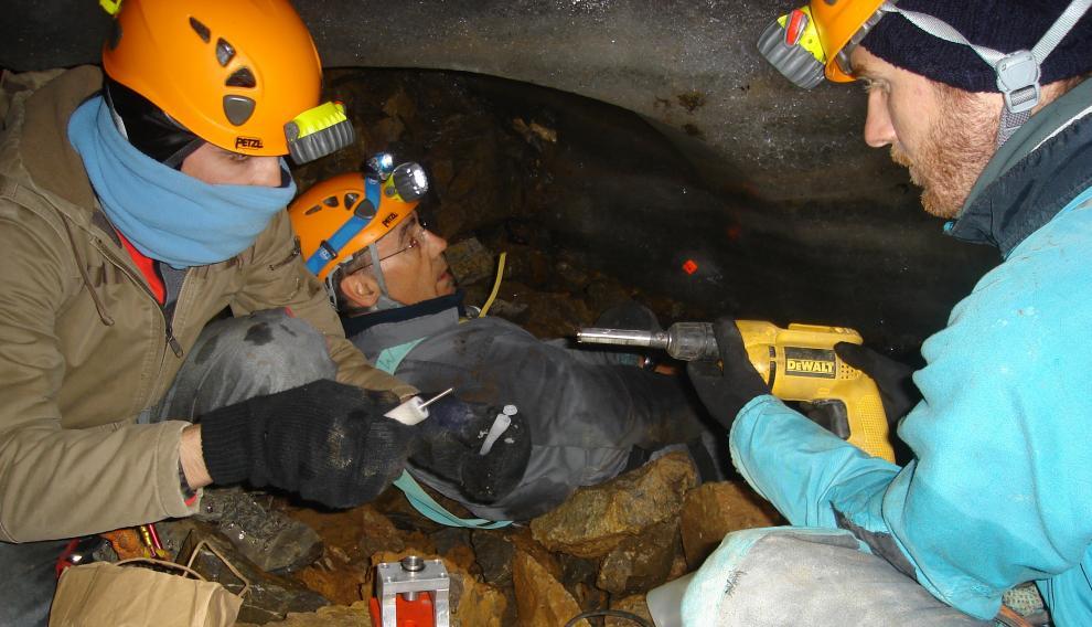 El trabajo en equipo es esencial para minimizar el tiempo de estancia en la cueva