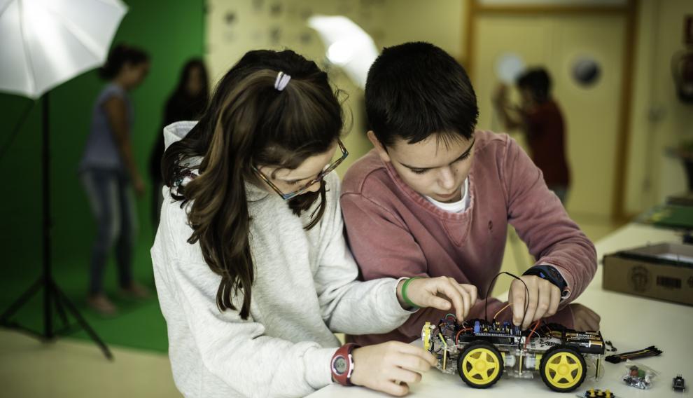 Cuenta con un programa pionero que combina tecnología, pensamiento computacional y creatividad.