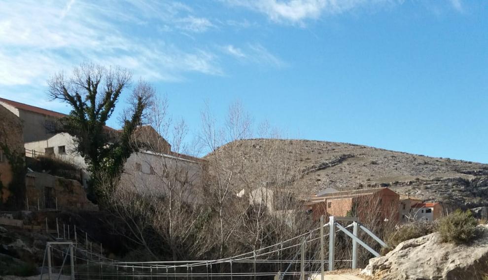 Una de las pasarelas instaladas en la presa.