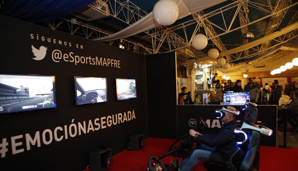 Simuladores de conducción mediante realidad virtual en 'Game park'.