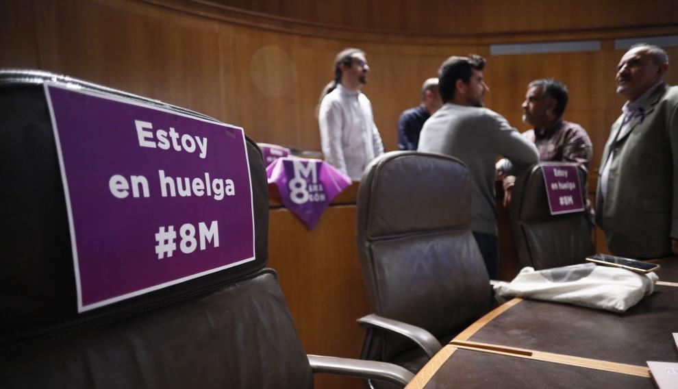 Huelga del 8-M en el pleno de las Cortes de Aragón
