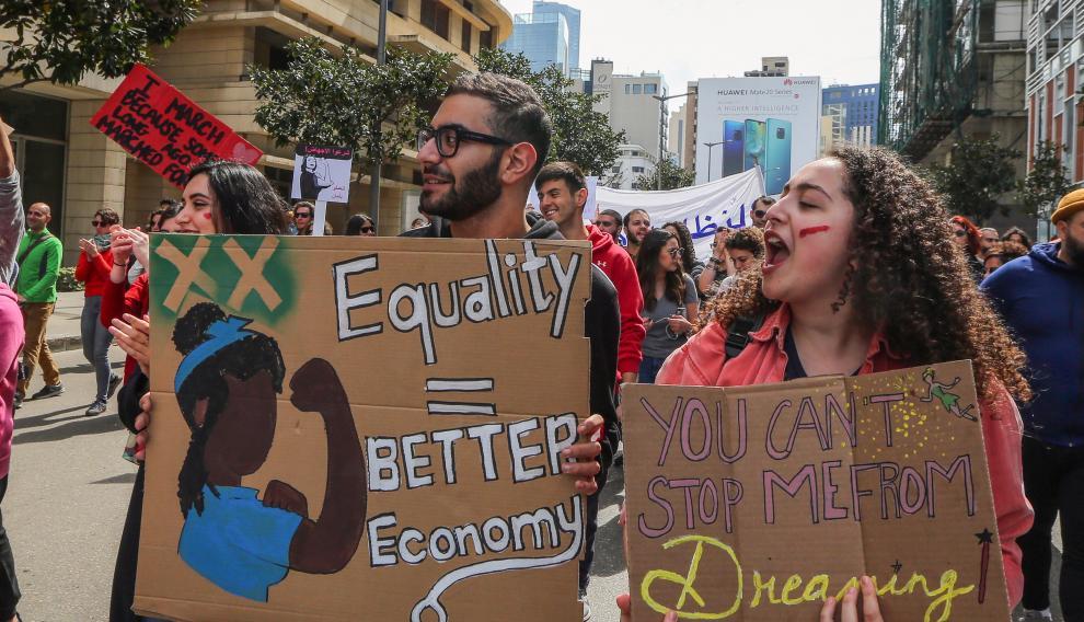 Activistas libaneses claman por la igualdad en las calles de Beirut.