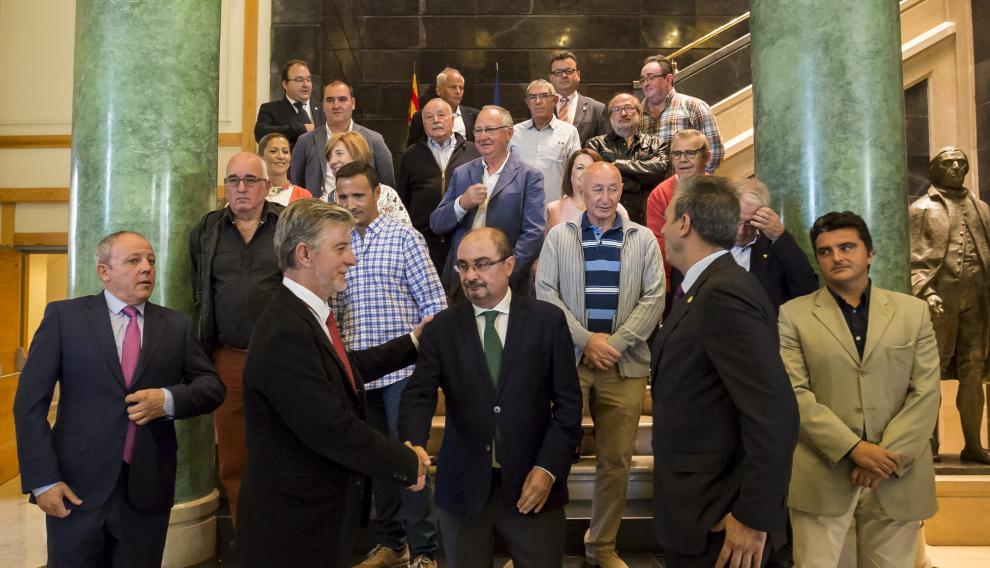 El presidente de Aragón, con los alcaldes de los municipios de la futura Comarca Central.