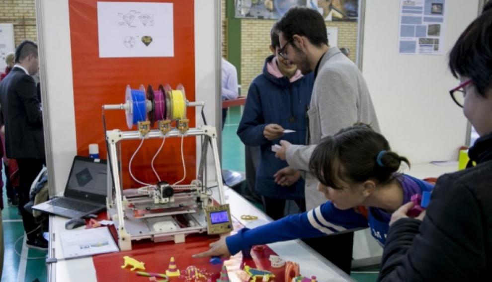 Demostración del funcionamiento de la impresora 3D multicolor