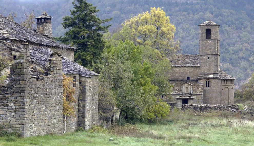 Susín, un pequeño pueblo abandonado en el camino al sobrepuerto de Biescas.