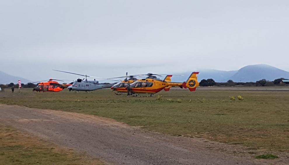 Helicópteros de varios Ejércitos estaban preparados para la supuesta evacuación de heridos del simulacro.