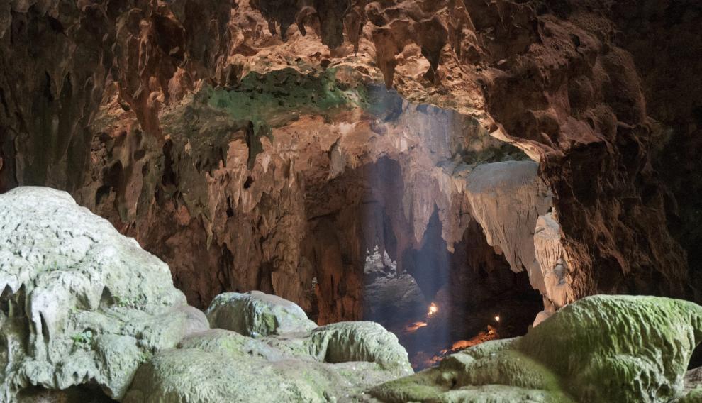 Cueva de Callao (Filipinas), donde han sido hallados fósiles de una nueva espeie humana.