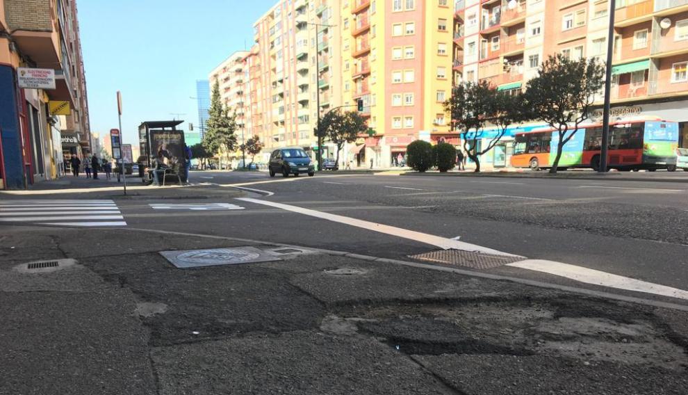Compromiso para arreglar las aceras de la avenida de Navarra.