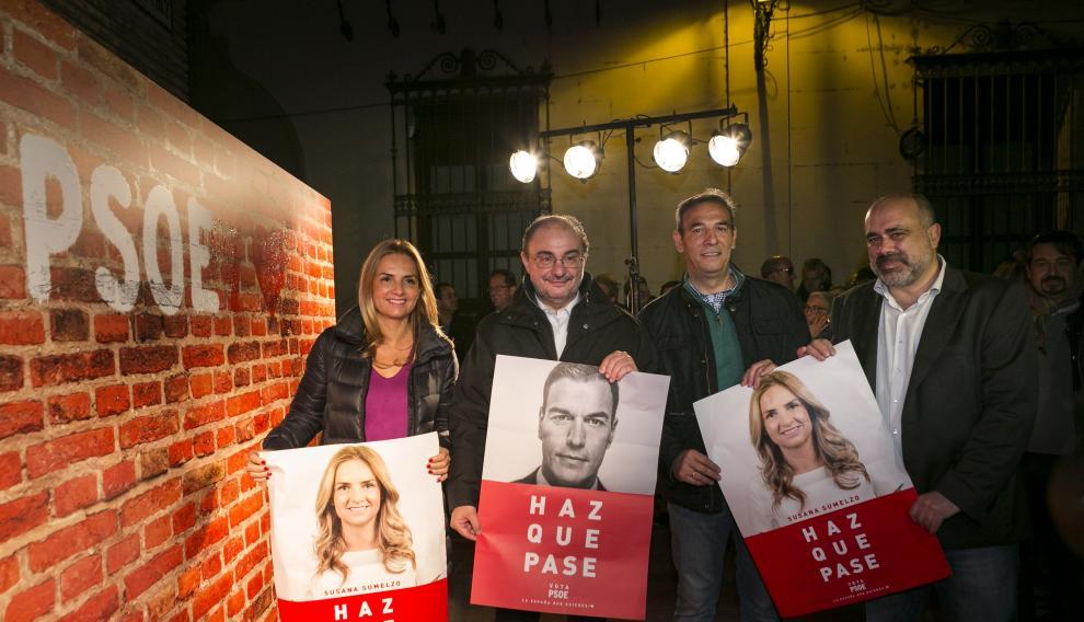 Pegada de carteles del PSOE aragonés