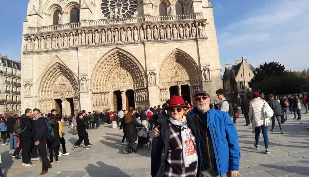El zaragozano José Antonio Gracia y su mujer, en la catedral de Notre Dame minutos antes del incendio